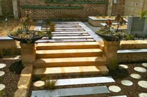 использование плитки разных форм в садовых дорожках на даче