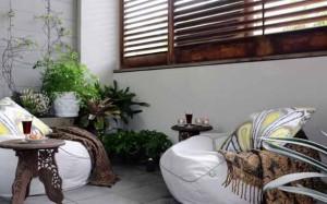 кресло подушка на балконе