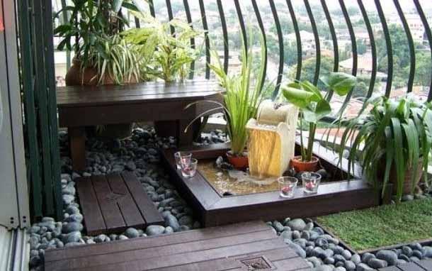 красивый балкон с фонтаном