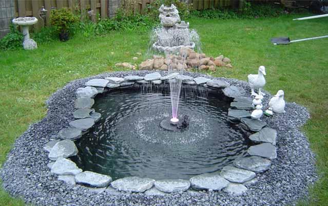 Маленький фонтан в саду своими руками