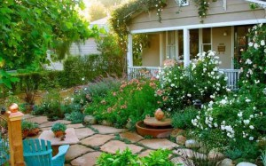 дизайн сада цветник возле дома
