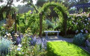 арки в дизайне садового участка