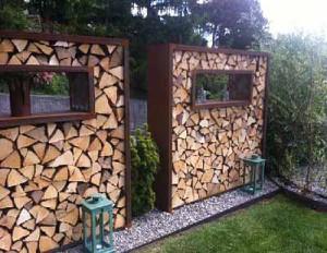 Идеи декоративного забора из дров