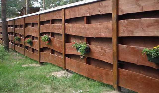 деревянный забор на даче фото