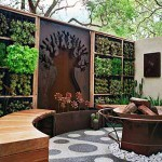 современный забор с вертикальным озеленением
