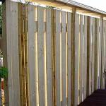 сочетание различных текстур в заборе