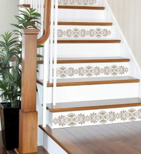декор лестницы обоями