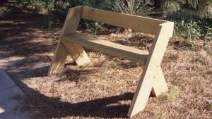простая скамейка из дерева