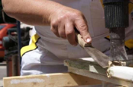 как снять краску с деревянного окна