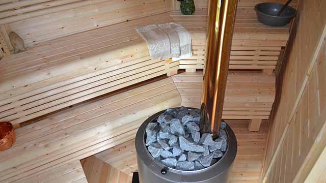 Тепла альтанка з мангалом