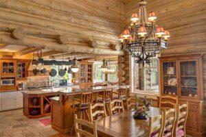деревянный дом внутри. кухня