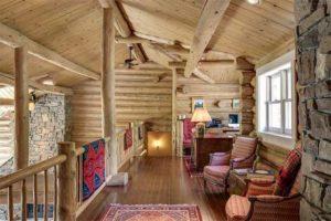 деревянный дом внутри. лестница