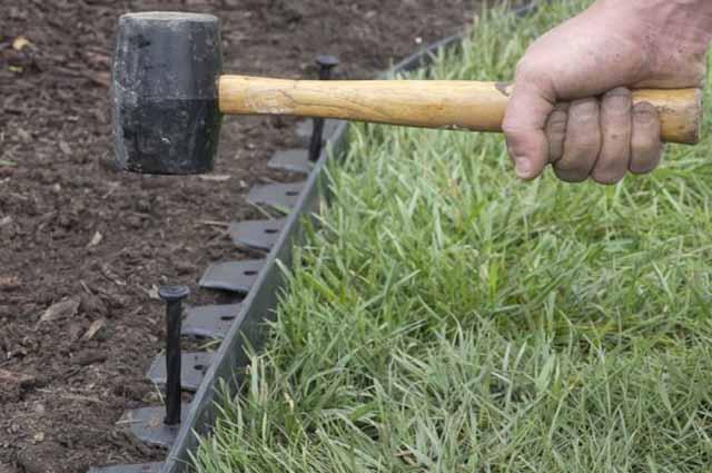 как установить современный садовый бордюр