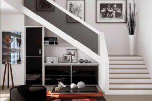 как разместить шкаф под лестницей