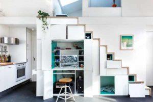 как обустроить рабочее место под лестницей