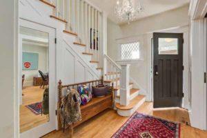 гардероб под лестницей фото